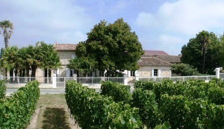 Chateau_Rioublanc_the_Chateaux_and_vineyard